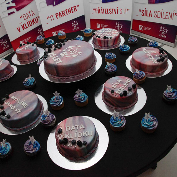 Picture of the K-net 25 let party: the birthday cakes