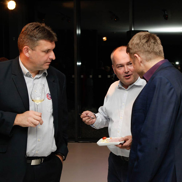 Picture of the K-net 25 let party: discussions and fun